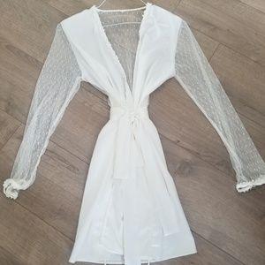 White Lace Robe Flora Nikrooz